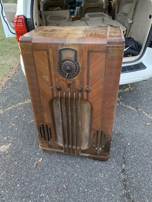 Antique radio needs repair but wood case is beautiful for Sale in Philadelphia, PA