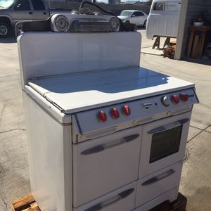 Old O'Keefe Merit Stove for Sale in Helendale, CA