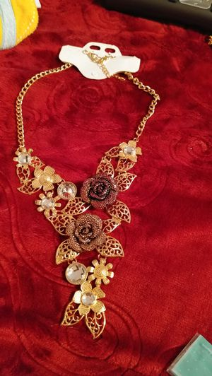 Beautiful statement necklace. for Sale in Salt Lake City, UT