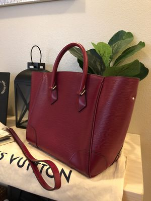 100% authentic Louis Vuitton phenix MM epi fusion red. Retail $2900 for Sale in Puyallup, WA