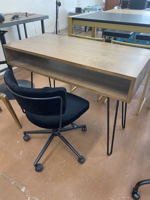 Office chair and desk for Sale in Chicago, IL