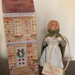 Beautiful Byers' Choice Girl with Hoop and Stick created for Williamsburg Christmas Caroler Original Tag and Box for Sale in Middletown, NJ