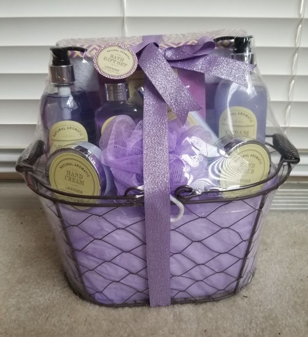 Natural Aromatic 8 Piece Bath Gift Set/Lavender Scented