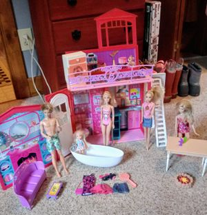 Barbie Glam house w/5 dolls for Sale in Lancaster, OH