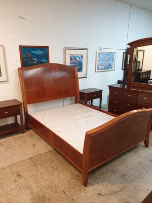 Queen size bedroom set solid wood in excellent condition ! for Sale in Plantation, FL