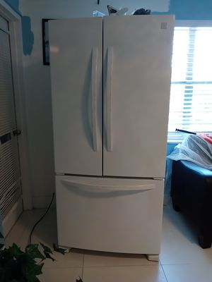 I am selling a semi new refrigerator only royon detail in the door handle for the move for Sale in Pompano Beach, FL