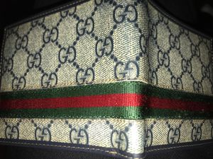 Gucci Wallet double pocketed; Throw up a price for Sale in Whittier, CA