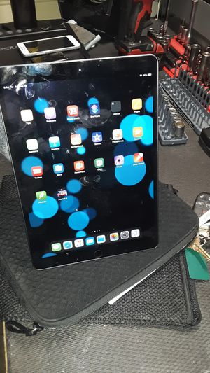 iPad air 64 GB 10.5 inch with pencil for Sale in Riverside, CA