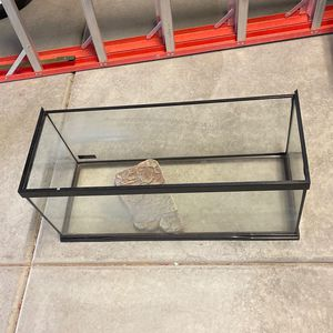 Fish Tank With Lid (not Pictured) for Sale in Beaumont, CA