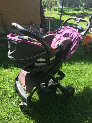 Graco click connect 35 infant car seat + 2 bases and strollers for Sale in Lakewood, CO