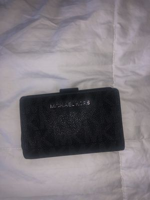 MICHAEL KORS black Travel size wallet for Sale in Alexandria, VA