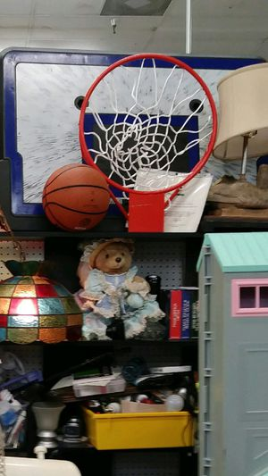BASKETBALL HOOP GOAL AND BALL READ DETAILS for Sale in St. Louis, MO