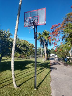 Basket ball hoop for Sale in Miami, FL