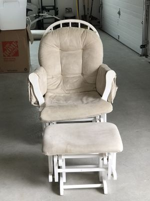 White rocker with foot stool for Sale in Cranberry Township, PA