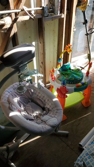 Infant swing with sound And play chair all in great condition for Sale in Oroville, CA