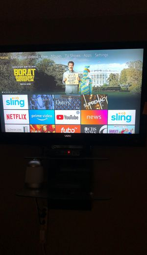 Vizio smart tv 42 inch with wall mount for Sale in Arlington, TX