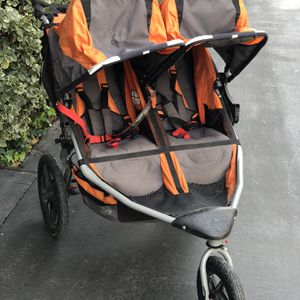 Double Bob Jogging Stroller with Handle Bar Accessory for Sale in Irvine, CA