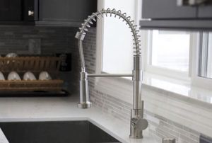 New spring pull down kitchen faucet faucet for Sale in Compton, CA