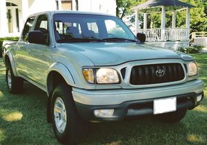 Luxury Package HID headlamps01 Toyota Tacoma size: full-size 3.4L! for Sale in Orlando, FL