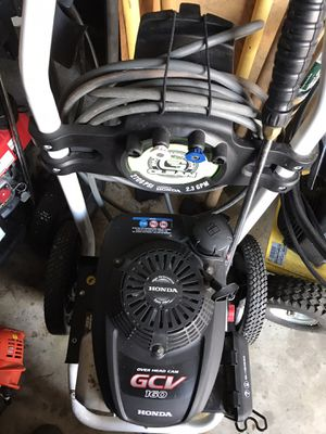 Honda pressure washer practically new for Sale in Waterford Township, MI