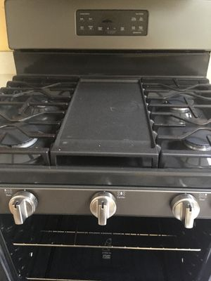 G. E. Freestanding Gas Range (30in) with 5 burners for Sale in Orlando, FL