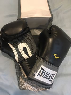 Everlast boxing gloves NEW for Sale in New York, NY
