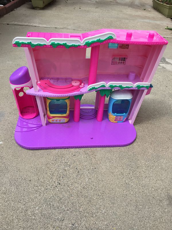 Super Mall Doll House