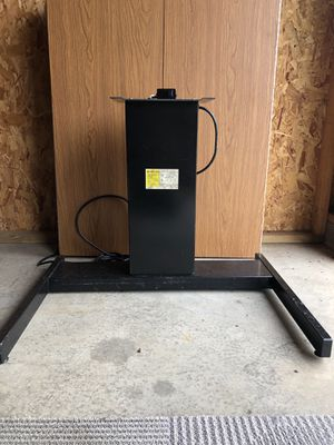 Electric standing desk for Sale in Roaming Shores, OH