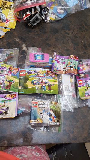 5 LEGO FRIENDS and 1 Star Wars for Sale in Pembroke Pines, FL