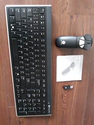 Air mouse go plus with wireless keyboard for Sale in Charlotte, NC