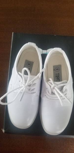 Tip top kids white matte leather dress shoes boys 6 for Sale in Lakewood, CA