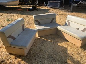 "Pontoon boat seat 36"" seats all three make offer also have Helm for Sale in Yucaipa, CA"