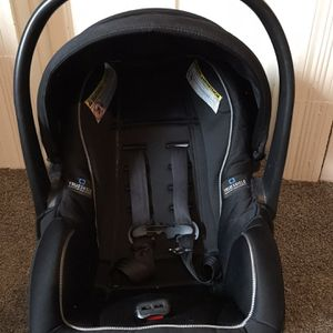 Infant Graco Car seat & Base for Sale in Irwin, PA