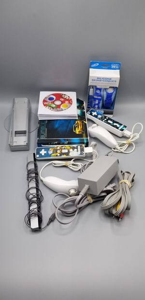 [Excellent Condition] Nintendo Wii Bundle [12 Games, 2 Nunchucks, 2 Wiimotes, Console, More+] for Sale in New York, NY