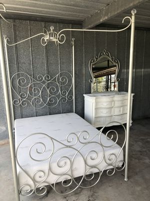 Princess canopy bed, dresser, mirror, mattress pick up wauchula only for Sale in Wauchula, FL