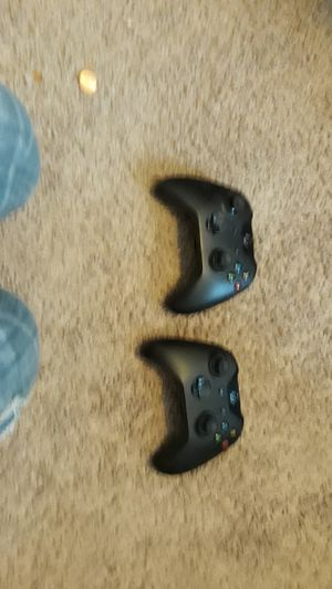 Two xbox one controllars for Sale in Everett, WA