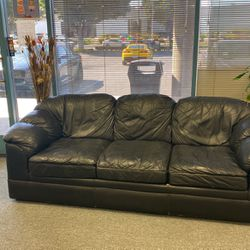 Black Leather Couch for Sale in Bell Gardens,  CA