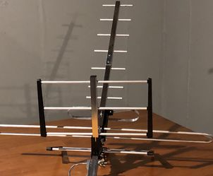 Long Range Directional Outdoor VHF and UHF HDTV Antenna, 70 Mile Range for Sale in Lincoln,  RI