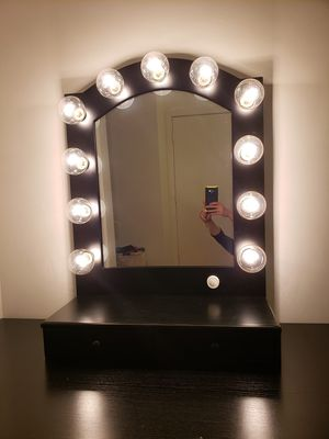 Makeup vanity mirror. Hollywood Impressions vanity mirror with dimmable lights and 2 drawers for Sale in San Marcos, CA