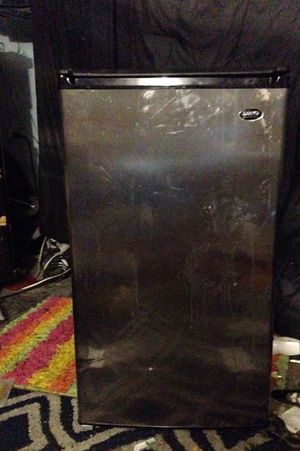 Nice min refrigerator for Sale in Imperial, MO