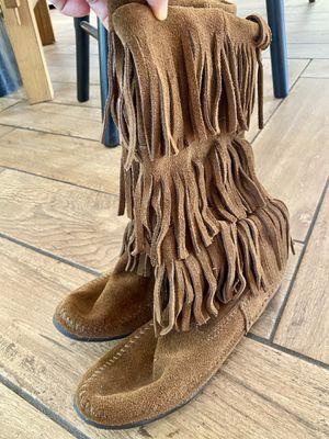Minnetonka 3 tier fringe boots for Sale in Carlsbad, CA