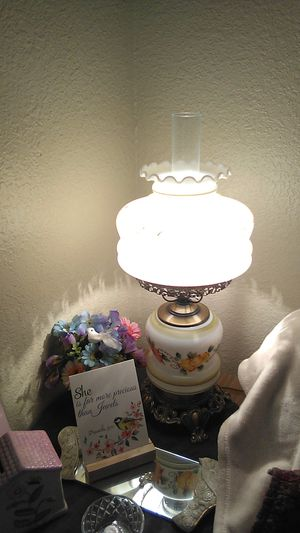 This is a beautiful oil lamp has an antique new and very nice look to it! for Sale in Madera, CA
