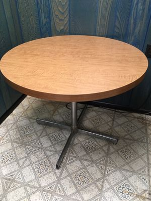 Round Formica Table for Sale in Secaucus, NJ