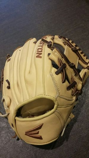 Easton youth baseball glove for Sale in Des Plaines, IL