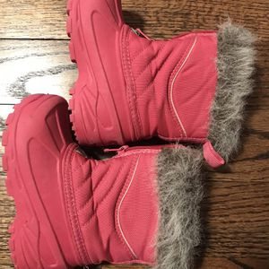 Size 8 toddler/little girl winter/snow boots for Sale in Vienna, VA