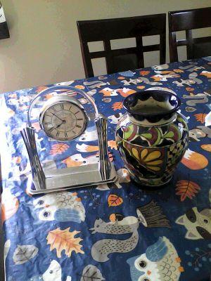 Reloj cristal es pesado y Jarro for Sale in Manassas, VA
