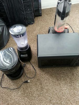 Coffee maker, Microwave,blender,and vacuum for Sale in North Miami, FL