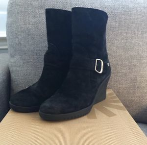UGG GISSELLA WEDGE BOOT SIZE 8 for Sale in Spicewood, TX