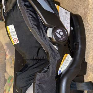 NB Carseat for Sale in Cuyahoga Heights, OH