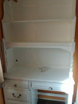 Very Nice White Desk. for Sale in Las Vegas,  NV